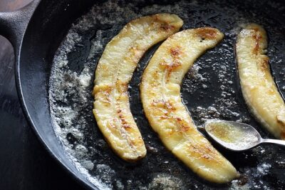 Caramelized slices of banana in a cooking pan